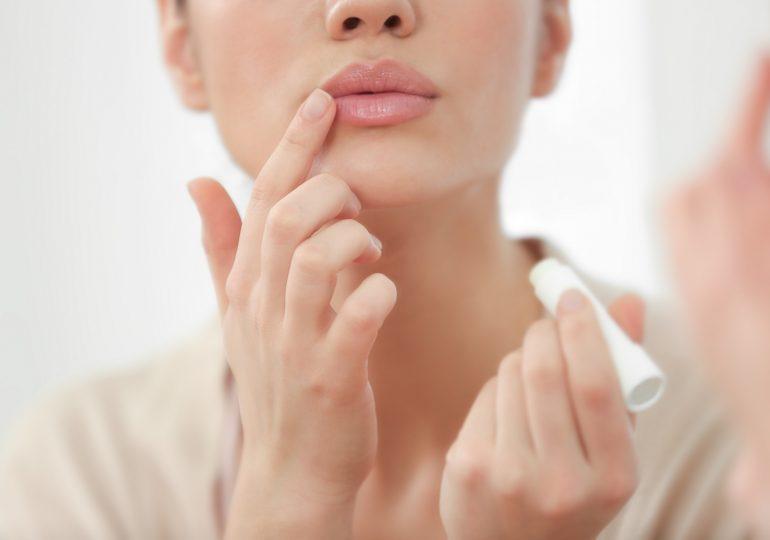 Jak walczyć ze spierzchniętymi ustami?