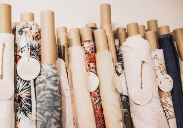 Jakie materiały są najlepsze zimą? Podpowiadamy, co powinno znaleźć się w składzie ubrań, byś nigdy nie zmarzła
