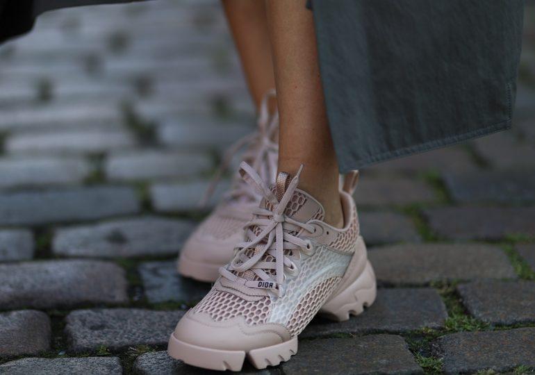 Wybrałyśmy z sieciówek najmodniejsze sneakersy do 200 złotych
