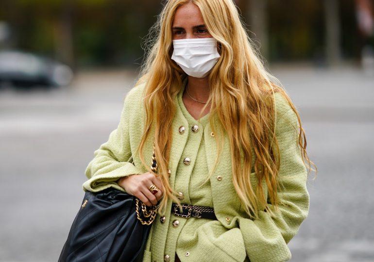 Maskne, czyli trądzik od maseczki ochronnej. Jak sobie z nim poradzić?