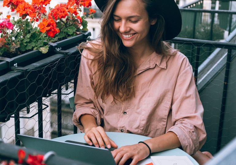 Jak stylizować się na home office, by było modnie i wygodnie?
