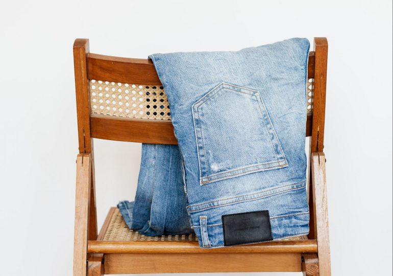 Jakie ubrania i dodatki warto kupować w vintage shopie?