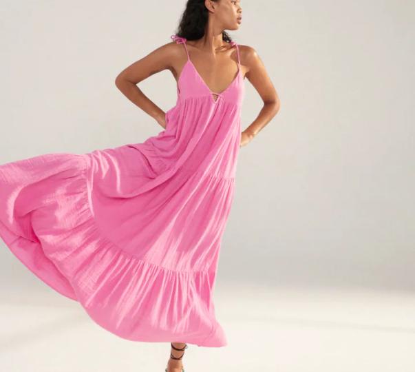 Marina tworzy wakacyjny look z sukienką z sieciówki w roli głównej i wygląda jak milion dolarów